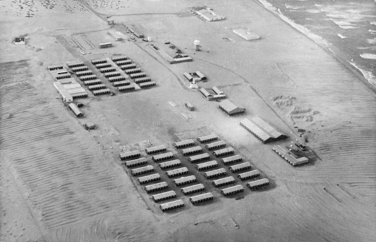 03-02.- Vista aérea de El BIR acosado por la arena. Foto: Julio Méndez. Septiembre 1969