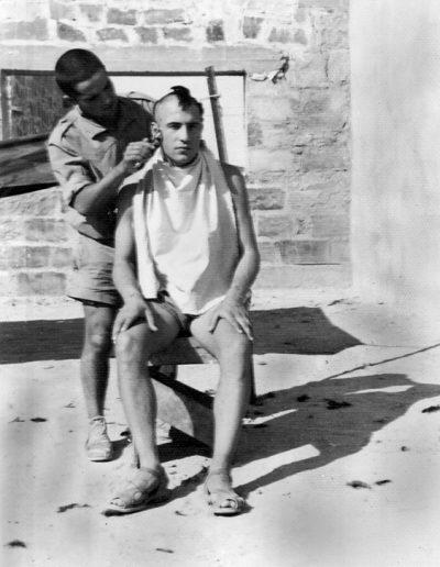 03-03a.- Corte de pelo futurista. Foto: Sixto Palacios. El BIR, 1966-1967
