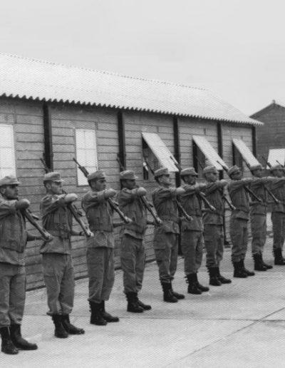 03-04a.- Perfecta formación. Los muchachos progresan adecuadamente. Foto: Antonio Roman. El BIR, 1968-1969