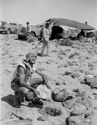 06-08c.- El milagro del pan en el desierto. ... y dando gracias. Foto: Ángel Benito. Annecch, Septiembre. 1974