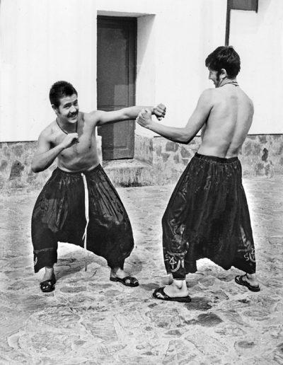 "08-03.- Practicando boxeo en ""zaragüelles"" Foto: Fernando Rubio. Auserd, 1973"