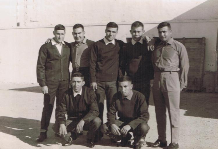 10-4b.- El día que nos licenciamos Foto: Ramón Martínez Polo. El Aaiún, 19 de Noviembre de 1966