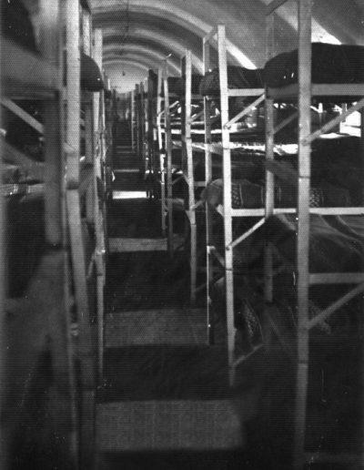 04-09a.- Dormitorio Plana Mayor Destinos. Máximo aprovechamiento. Foto: Antonio Villegas. El Aaiún. R.M. Artillería, 1975-1976