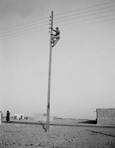 05-10a.- Oteando el horizonte. Una misión de altura. Foto: Manuel Martín. Daora, 3 de Noviembre de 1973