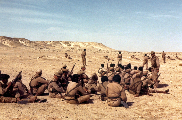 05-11b.- Desde Edchera. El paisaje imponente de La Saguiat el Hamra. Foto: Ángel Benito. Edchera, 1974