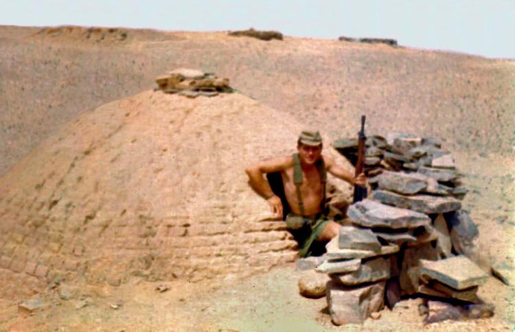 09-02b.- Refugio en Hausa Foto: Vicente García. Hausa, 2 de Agosto de 1975