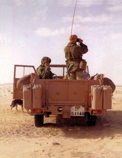 09-03a.- La 3ª Bandera Paracaidista patrullando cerca de Hausa Foto: José Retortillo. Hausa. Agosto 1975