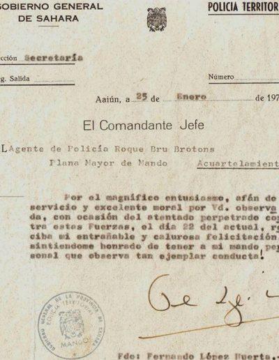 09-05.- Reconocimiento por las heridas sufridas en el atentado del 22 de Enero en El Aaiún Foto: Roque Bru. El Aaiún. Policía Territorial, 1975
