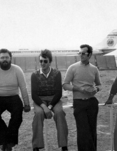 10-4a. El sueño de todos, un avión de Iberia para volver a casa. Ya lo tenemos mas cercano Foto: Francisco Pérez. El Aaiún, 1975