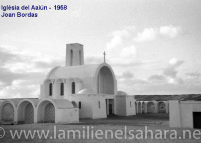 088.- El Aaiún, Lateral de la iglesia.