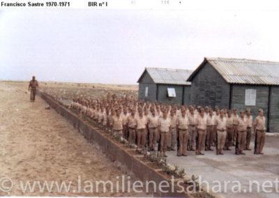 018.- BIR 1, Formación junto al muro.